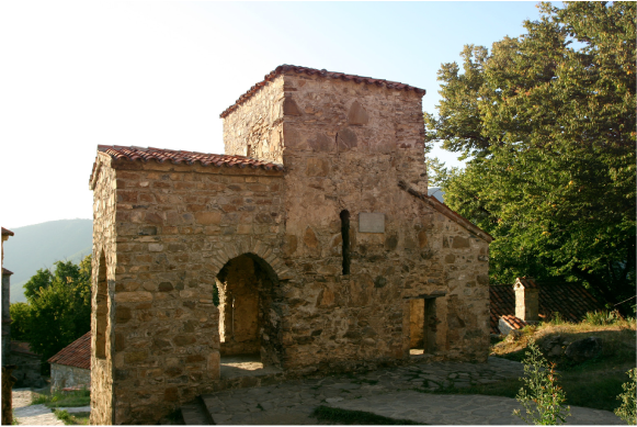 A Parallel Evolution? Issues in Vernacular Architecture and